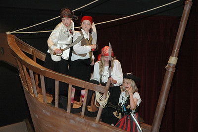 2010-05-29 Pirates Cast Photos