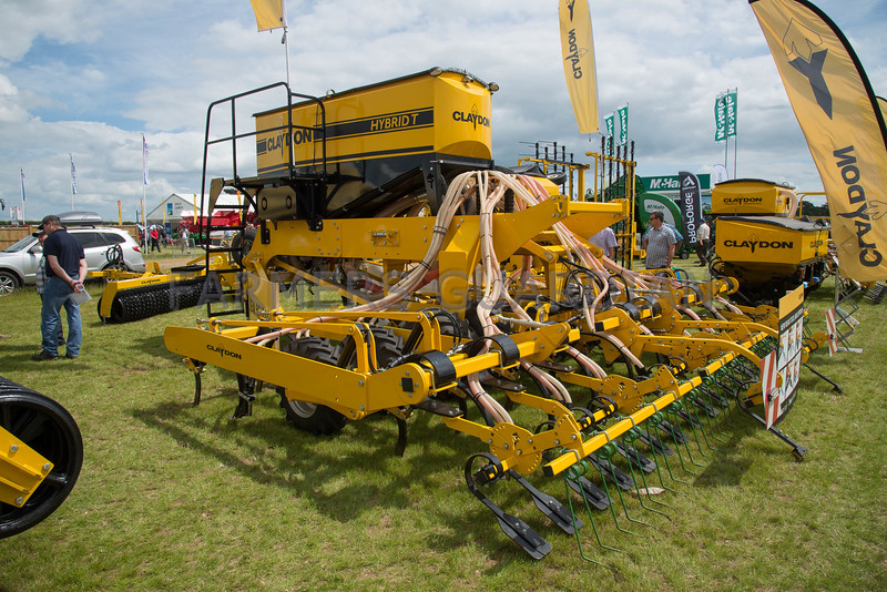 Claydon trailed hybrid drill
