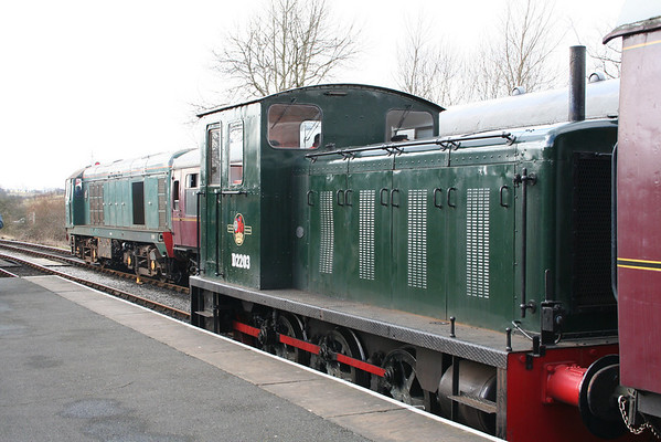 D2203 and 20189 in Embsay station. 25.03.06