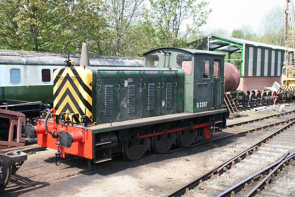 D2207 relaxes on Pickering Carraige shed. 10.05.08