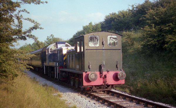 D2203 with Class 14 - D9513 on the Embsey Railway. 01.07.89