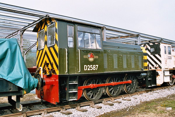 D2587 in Rowsley Yard. 23.04.05