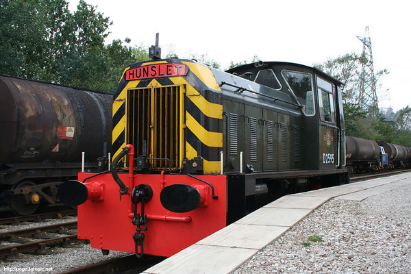 D2595 awaits the stock to form the first train of the diesel gala at the Ribble Steam Railway. 07.10.06
