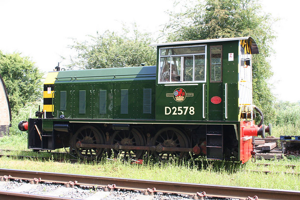 side view of D2578 showing the excellent paintwork done on it. 19.06.05