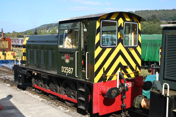 D2587 at Rowsley. 17.09.05