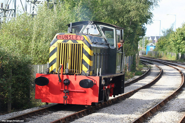 D2595 runs round its train at Strand Road Exchange Sidings. 07.10.06