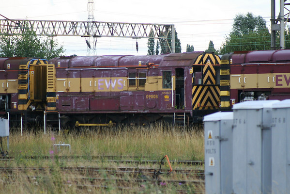 09008 dumped in a long line of withdrawn loco's at Bescot. 02.08.08