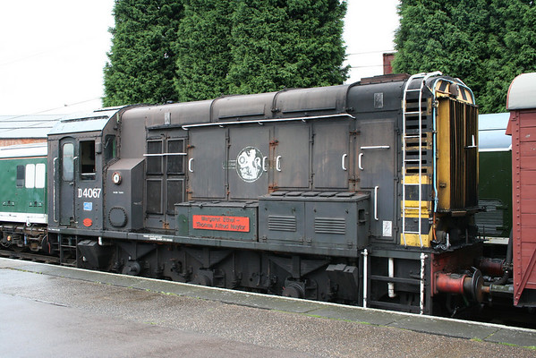D4067 on 'Thomas Day' shunts at loughborough (GCR). 22.08.05