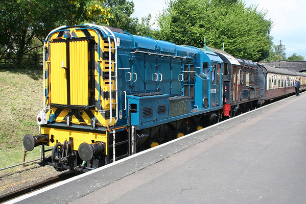 D4067 & D3101 at Rothley on the rear of the 1055 Rothley Brook - Loughborough. 14.05.11