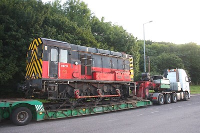 08711 at Michael_wood services on the M5 being transported from Westbury to Doncaster on the 18th July 2009 1