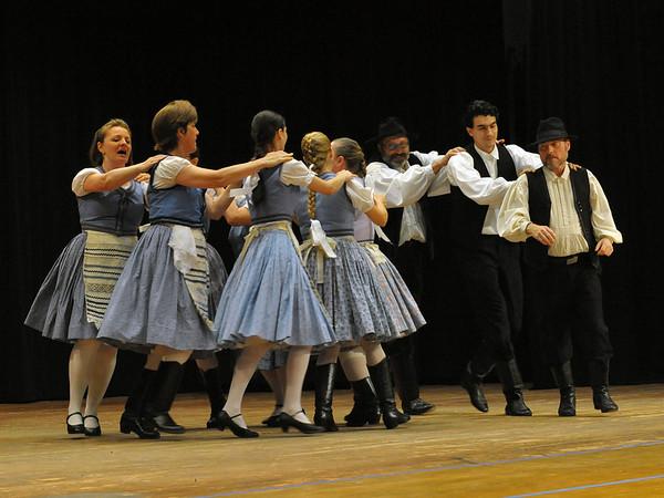 Vidéki Hungarian Folk Dancers