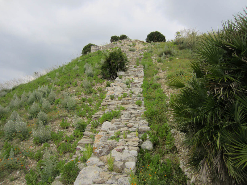 Defensive wall, Monte Barbaro