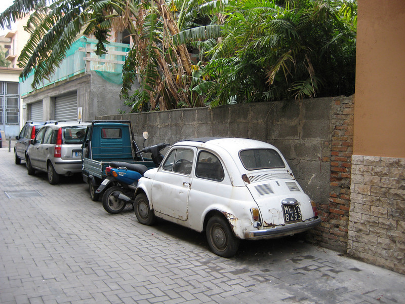 Ubiquity: Fiat 500, motor scooter and 3-wheeler