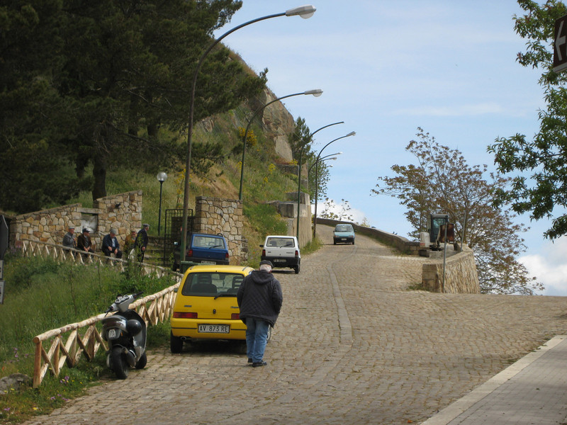 The road up to old Geraci Siculo from S286