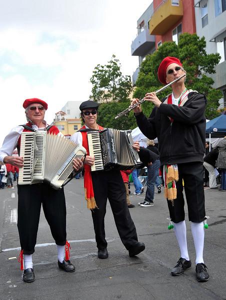 Entertainment, Sicilian Strollers
