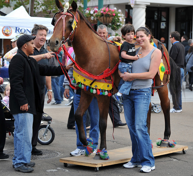 Crowd, Posing in front of Horse