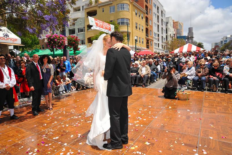 Sicilian Wedding, First Dance & Crowd