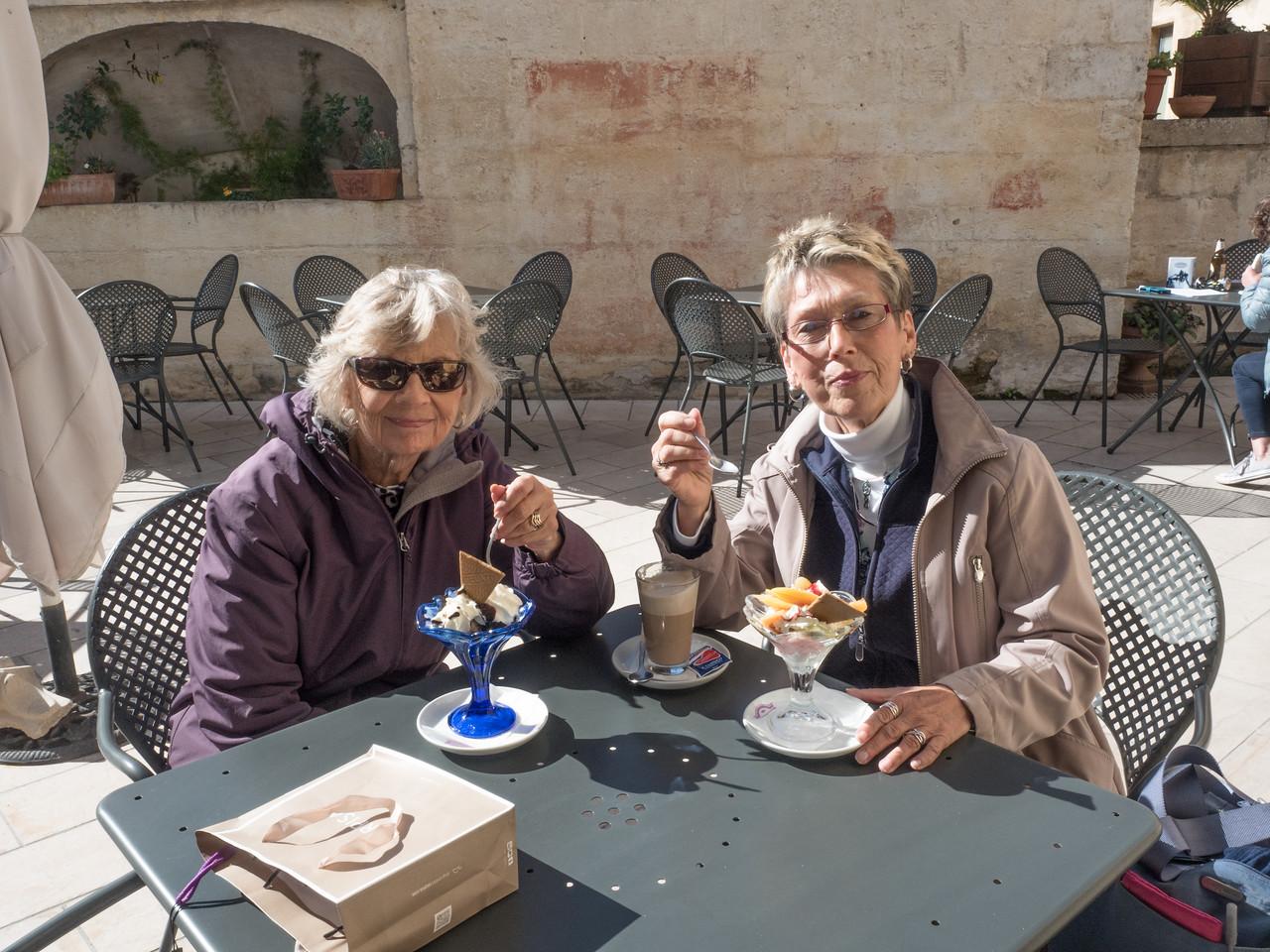Lynne and Carol enjoy lunch!