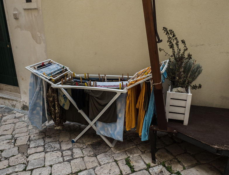 Laundry on the street, Otranto
