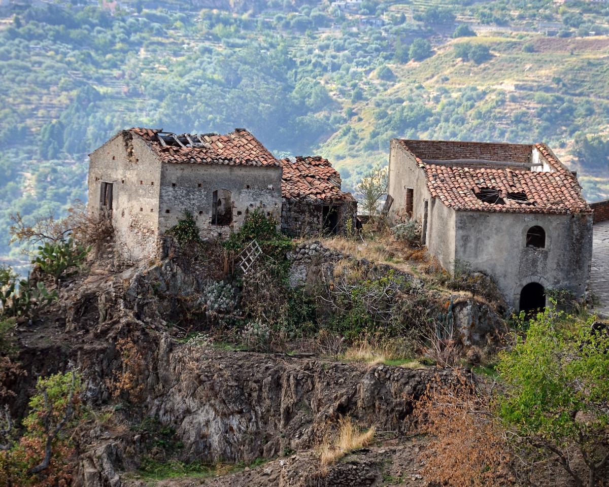 Crumbling houses in Savoca