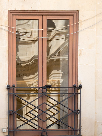 Reflecting Siracusa Cathedral, Ortygia (Siracusa)