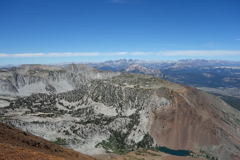 Laurel Lake below.  That nice plateau beyond Laurel Lake is Lost World Peak... looks nice.