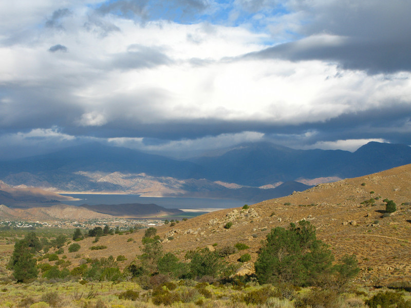 trailhead is west of the Nichols-Heald saddle - this is view from trailhead looking towards Lake Isabella