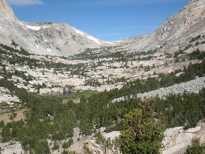 looking up towards Piute Pass