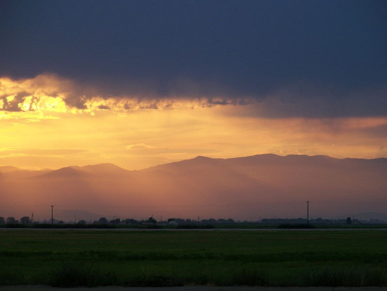 a Bakersfield sunrise<br /> (photo care of Alice)