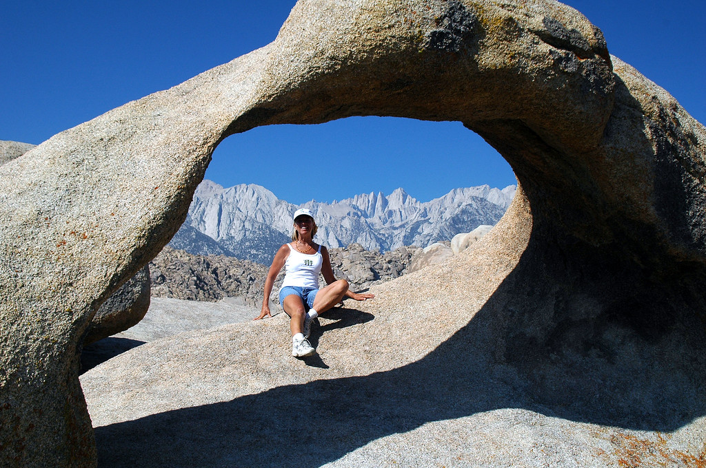 Sooz in the arch with Mount Whitney.