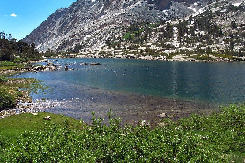 Hiking along Piute Lake.