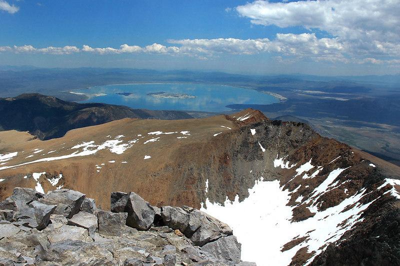 Mono Lake 6,500' below to the northeast.