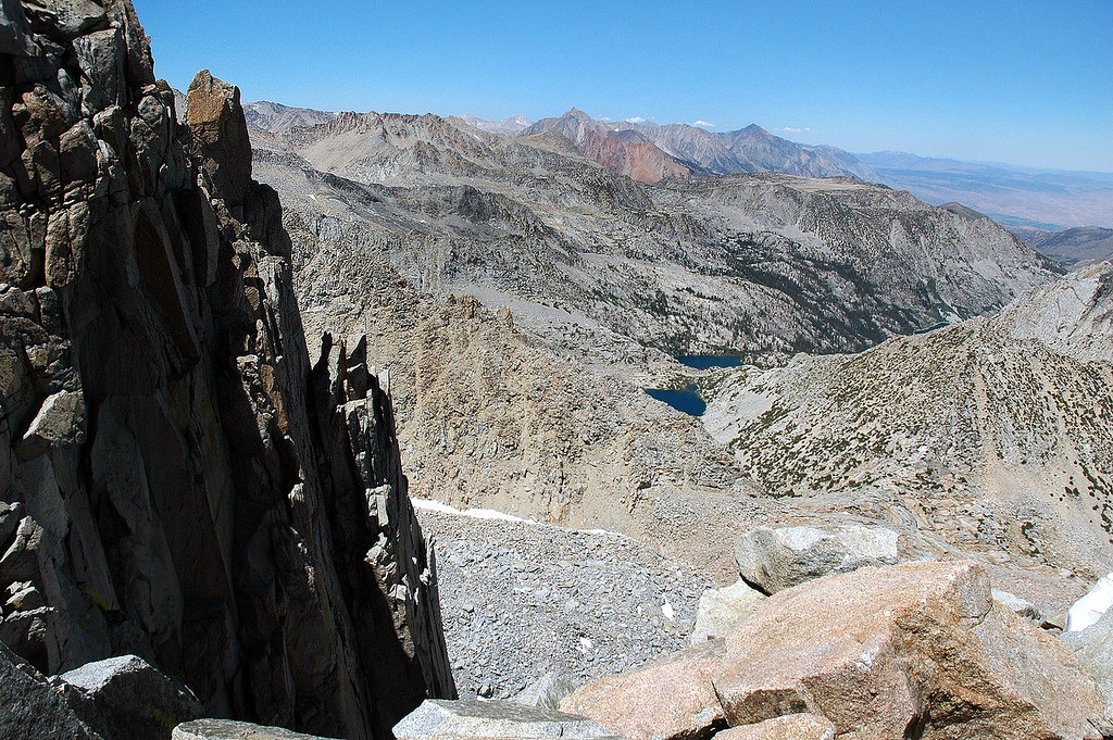 Almost to the summit, we crossed a norrow section. This is looking over the sheer north face.