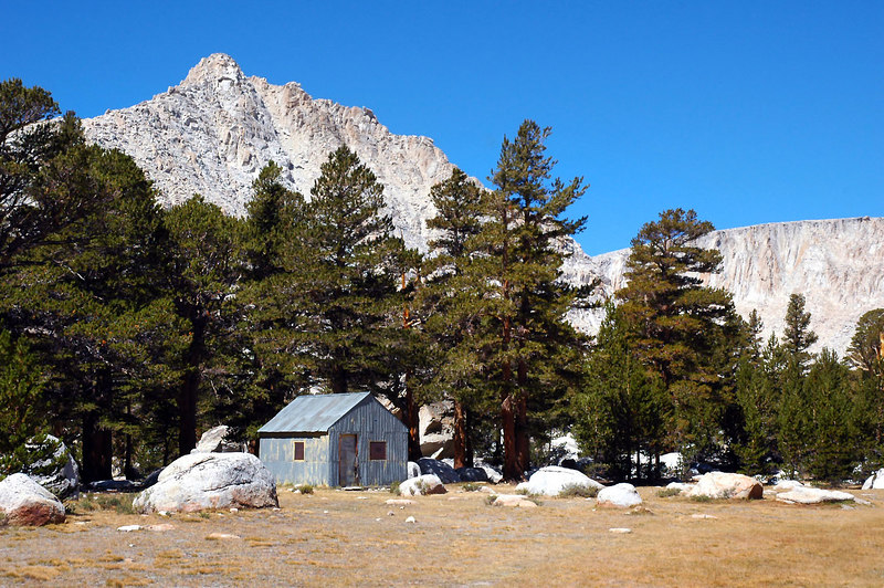 The hut at the Cottonwood Lakes.