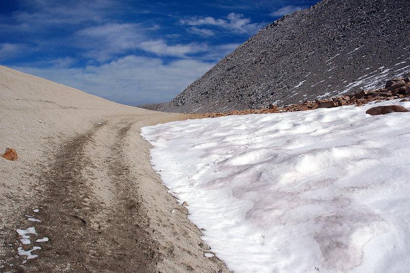 Approaching Mono Pass.