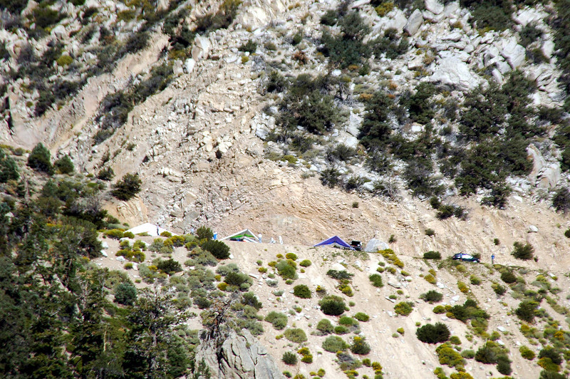 Zoomed in on the hang gliders at Walt's Point.