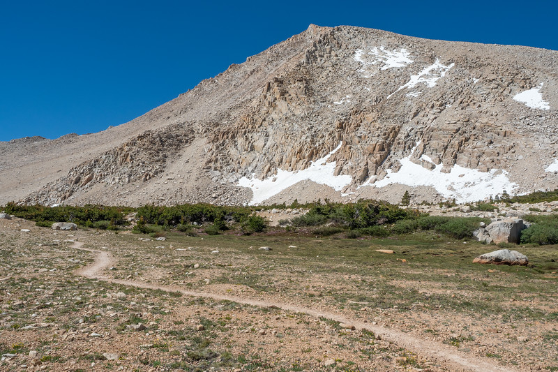 The New Army Pass trail edges toward the flank of Cirque Peak on the way up to the pass.