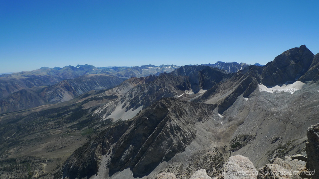 Looking south - from left to right:<br /> Palisade Crest (Mt Sill is the prominent one), very distant is the Whitney region, then in the middle foreground are the Piute Crags, Mt Lamarck, Mt Emerson, to the right and a bit more distant is Mt Darwin, then Goddard, and then Humphreys right in front of us on the right.