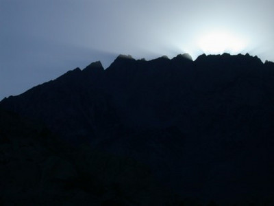 After the Happy Boulders we headed over to the Buttermilks. The sun was just dropping behind this peak.