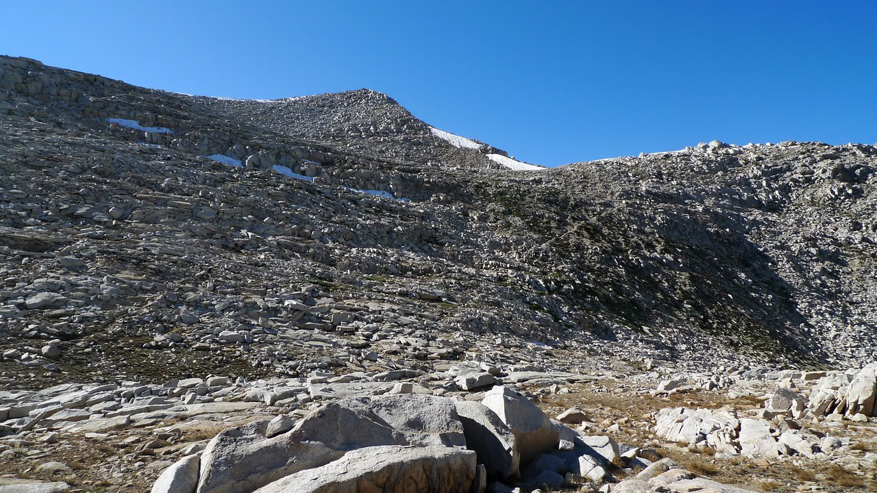 You can see the old trail cutting through the rock towards the pass. I thought it would be more cross-country, turns out that there really isn't any. We haven't seen anyone other than ourselves since we left the main JMT. This is great!