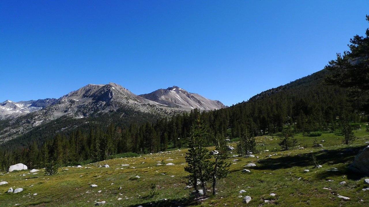 And the view of Cardinal Peak and Taboose Pass (the way we came in). We'll fork to the left and head down to the Kings River.
