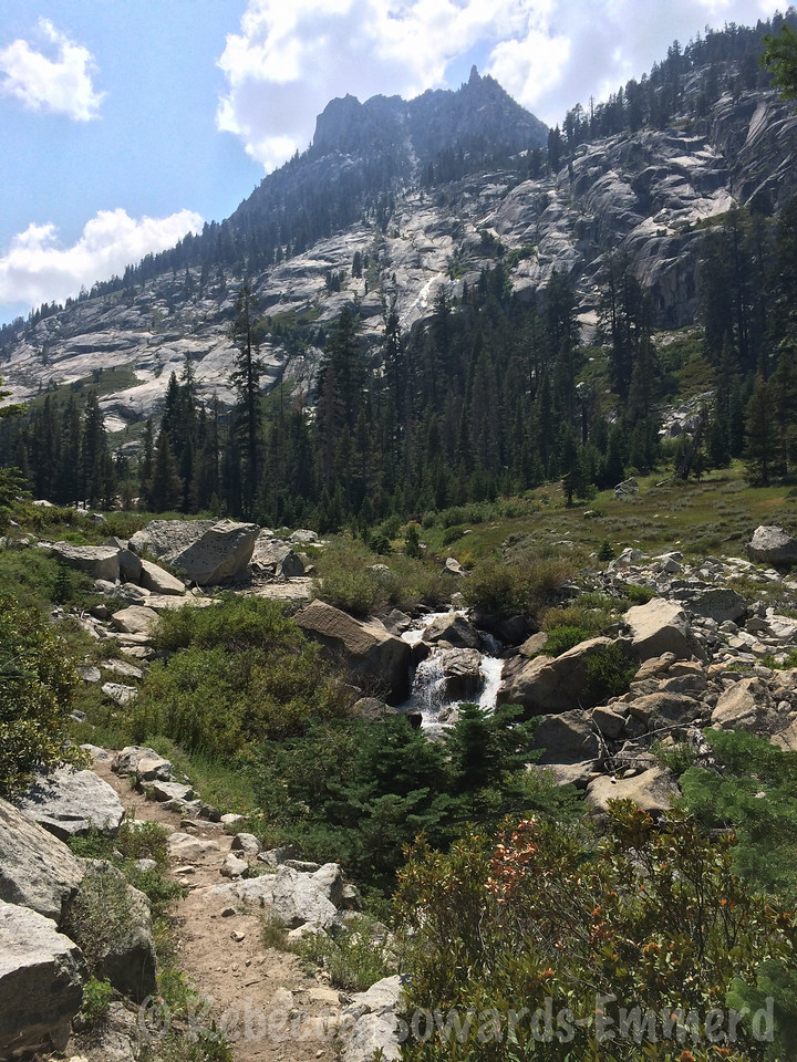 Starting to get back into the views after dipping into Bubbs Creek