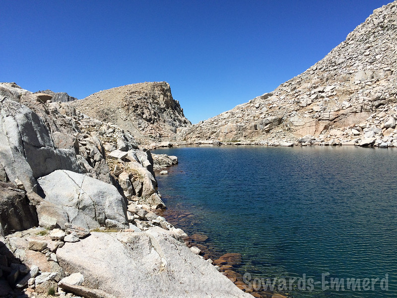 For the eastern of the two main lakes (almost tarns), we follow the south shore.