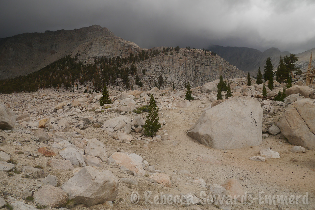 Skiring the edge of the boulder field. Easy walking through sand over here.