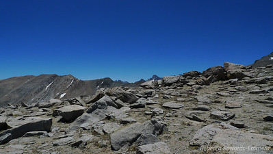 And to the south I can start to see the Palisades peeking out. The tall farther peak is Mt Sill. One of these days...