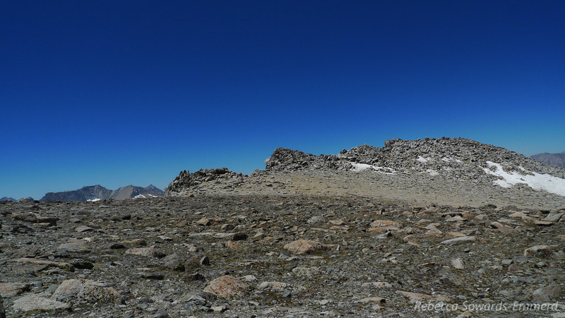 I look over and see the tops of the gables along the Inconsolable Range. From the other side (the Bishop Pass trail) these look like steep, sharp, 2000 ft tall imposing granite pillars.