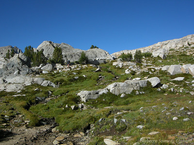 Below Piute Pass - it's still green and lush, doesn't feel very 'fall-like' yet.