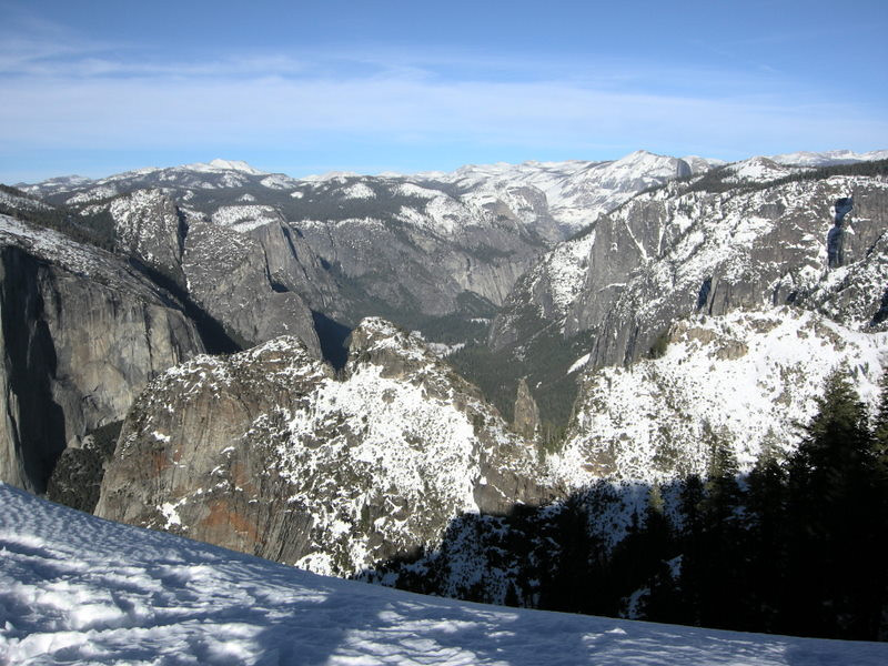 A view into Yosemite Valley