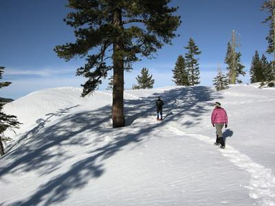Hiking along the rim of Yosemite Valley