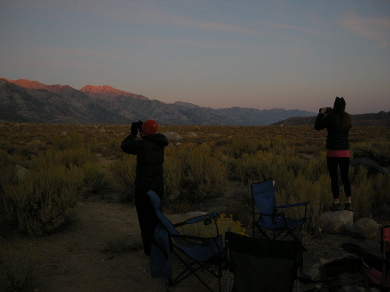 Theresa and Paige photograph sunrise